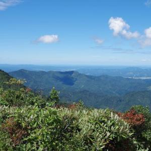 裏越後三山を愛でる山旅 魚沼市・道行山 その4 山頂からの山岳展望