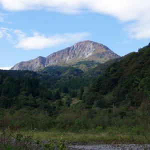 10月25日 糸魚川・高浪の池から明星山を。