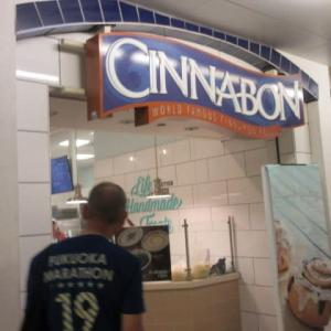 ハワイ  Cinnabon Ala Moana Center (シナボン)
