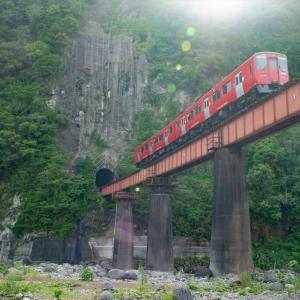 岩戸鉄橋を行くキハ200