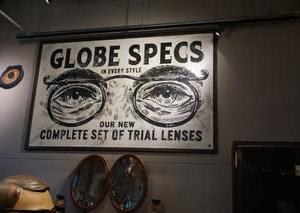 NHK「世界はほしいモノにあふれてる」に登場した眼鏡の「GLOBE SPECS」。関西初「新風館」に出店