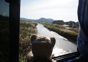 MKトラベルの「かにフルコース日帰りバスツアー」。カニの後は、日本酒の試飲。たっぷり飲んでもバスで寝られる幸せ。