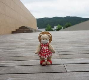 京都東山エリアを一望できる「京セラ美術館」の屋上庭園「東山キューブテラス」。