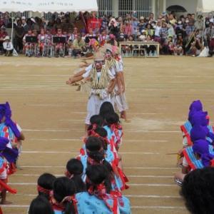 「沖縄の暮らし:運動会と基地反対と」No.2431