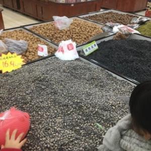 7歳5歳と行く上海-ローカルスーパーからの夜ごはん