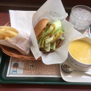モスで昼食を食べてきました