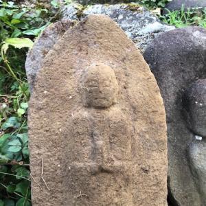 石仏を発掘