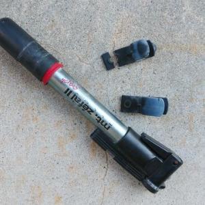 携帯ポンプの固定ホルダーが経年劣化で・・・