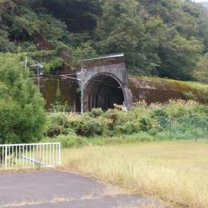 旧北陸線トンネル群を走る