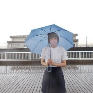 旧薫英女学院の制服で雨公園