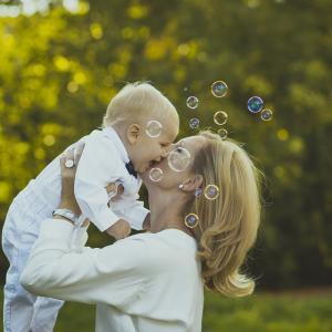 ●「肌で感じる」ママとの触れ合いで落ち着き、幸せを感じ、自己肯定感を高める