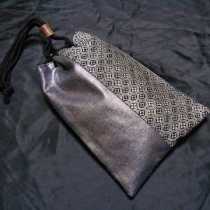 メタリックな信玄袋