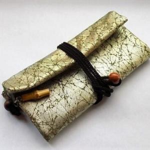 薄色の焼箔を使った道中財布