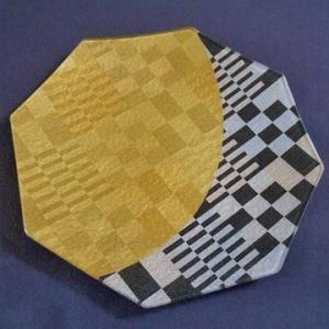 八角形の金彩ガラス皿