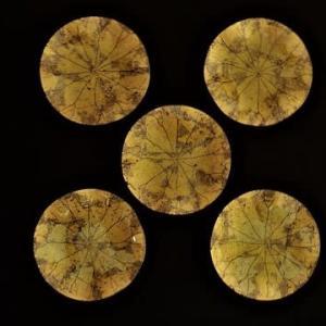 蓮の葉デザインの金彩ガラス皿