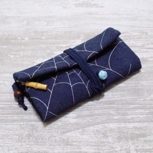 蜘蛛の巣デザインの道中財布