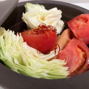 引きこもりクッキング:キャベツとトマト、ウインナーのエスニック鍋