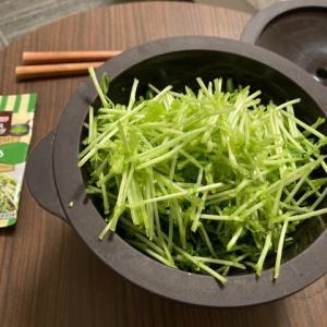 引きこもりクッキング:豆苗炒め風とたたききゅうり風