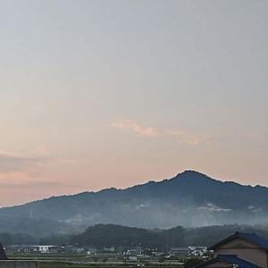 今朝の笹間ケ岳/5時18分 れいわ大橋付近から撮影