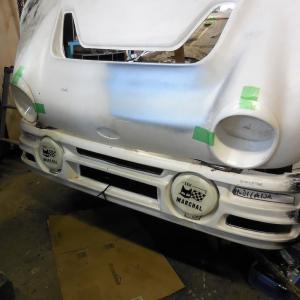 フォードRS200レプリカ、ヘッドライトの作業に入りました。