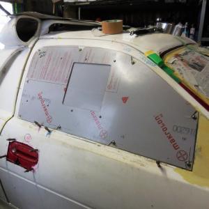 フォードRS200レプリカ、ドアにウィンドウが着いていました。