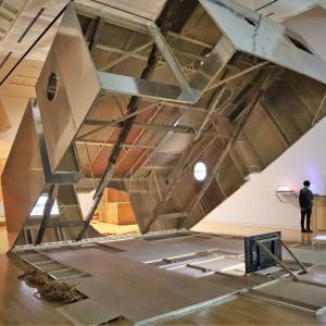 東京オペラシティ アートギャラリーで、 『 加藤翼 縄張りと島 』 を見ました。