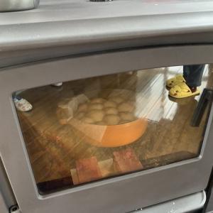 薪ストーブでパンを焼きました。