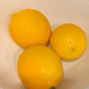 お庭のレモンでレモンピール作り