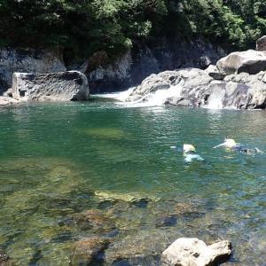 巨岩がゴロゴロ、エメラルドグリーンの川で泳いできました!【屋久島沢登りガイドツアー】