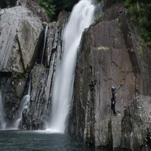 名瀑「鈴川の滝」に行ってきた! 屋久島沢登り・川遊びガイドツアー