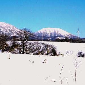 田代平から十和利山を望む