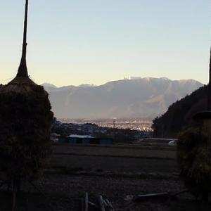 夜明けの駒ケ岳遠望