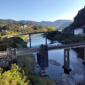 江川崎で乗り換えて、