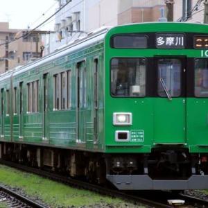 緑の電車ラッピング