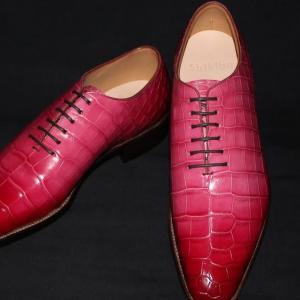 ホールカットのクロコドレス靴