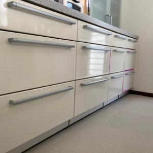 キッチン扉の貼り替え作業中断