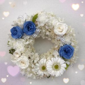 ふんわりホワイトの素敵なリース♡ご両親様への贈呈花