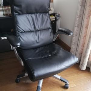 外出自粛とかけて「椅子」と解く、その心は?