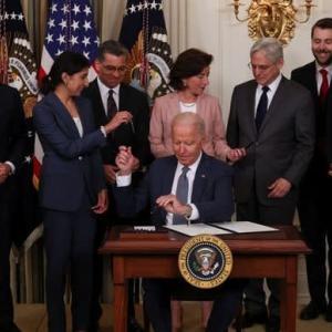 バイデン米大統領が企業間の競争促進を目的とした大統領令に署名 テクノロジー業界は反発