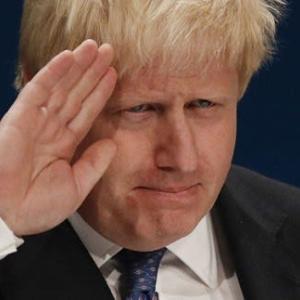英国に個性派ジョンソン新首相誕生