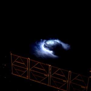 国際宇宙ステーションから検出された成層圏への青い雷の発生
