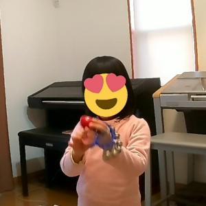 小物楽器でノリノリ