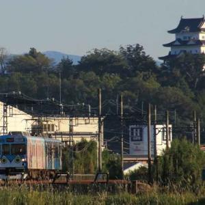 伊賀鉄道と伊賀上野城(三重県)