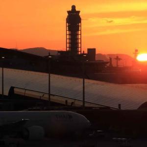 日没を迎えた関西国際空港