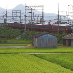 近鉄特急 二上山を横目に快走・ 近鉄大阪線(奈良県)