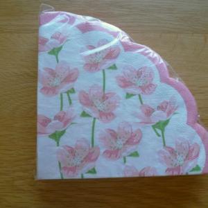 形が可愛い花柄紙ナプキン