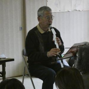 シニアのつどい新年会で4種の楽器を演奏