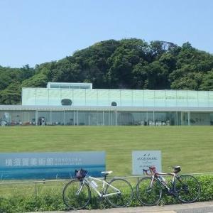横須賀美術館。