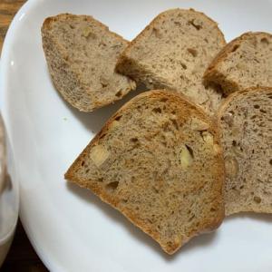 くるみとアーモンドの黒糖パンと、同窓会。