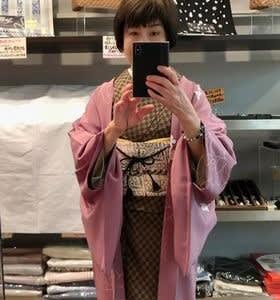 屋久杉染の大島紬に長羽織を着て・・・
